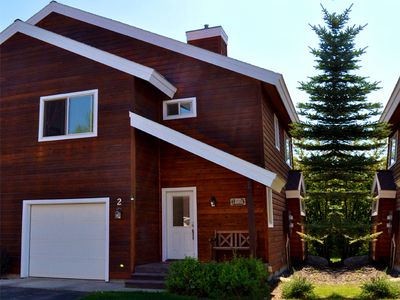 McCall townhome rental - The townhome with attached 1-car garage.