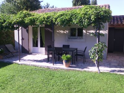 Gite in private property at the foot of the Alpilles with swimming pool and air conditioning