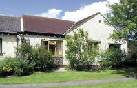 PARK LODGE, pet friendly, with a garden in Warkworth, Ref 963