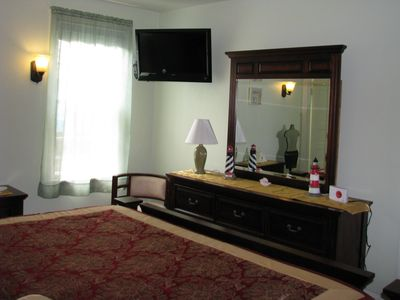 1st floor king bedroom, flat screen TVs in all bedrooms