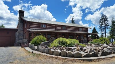 PEACEFUL MOUNTAIN GETAWAY log home located near Lassen Parks south entrance