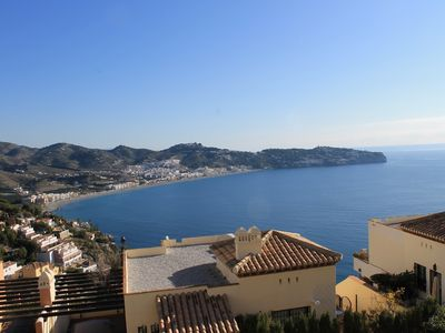 Luxury Town House With Shared Pool And Stunning Sea Views.
