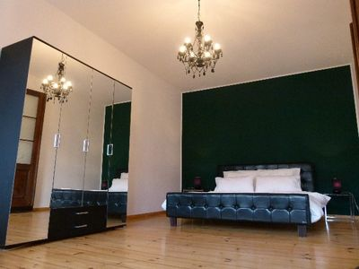 LB2: elegant bedroom, black leather bed