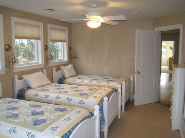 1 bedroom with 3 twin beds