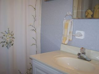 Petoskey condo photo - A full bath off of the second bedroom.