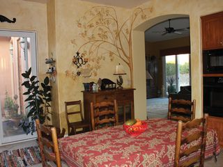 Paso Robles house photo - A cheery breakfast room for a group of friends or family.