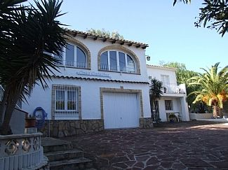 Spacious, Luxury Villa With Private Pool MINUTES FROM ALL AMENITIES AND THE TOWN