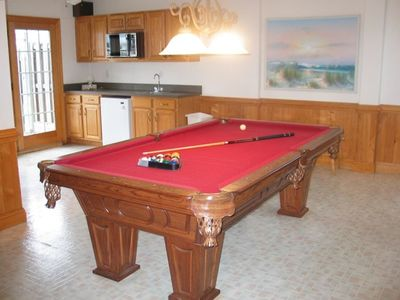 Game Room with Kitchenette, flat screen TV, game table - A SHORE DELIGHT