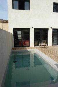 Air-conditioned house, with pool