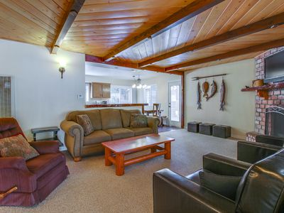Cozy cabin w/ entertainment, easy access to beach, skiing & more!