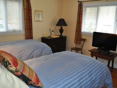 Woodridge Lake house rental - First floor bedroom, 2 twins, Flat screen tv, 2 large closets