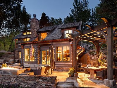 Restored Log Cabin On River With Aspen Vrbo
