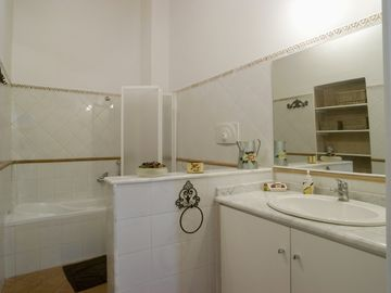 Bathroom (Ciricò)