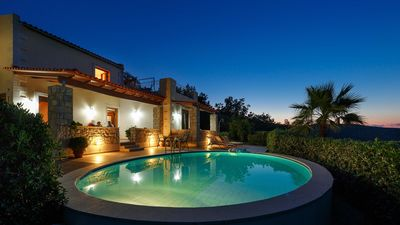 Luxury villas with garden and private swimming pool in a peaceful environment. - Villa Thimari