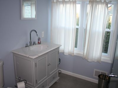 Mantoloking house rental - Upstairs Hall Bathroom
