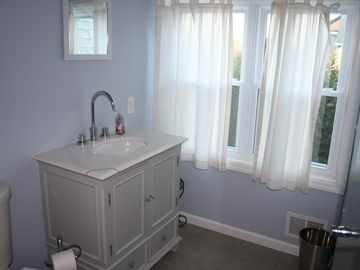 Upstairs Hall Bathroom