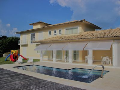 Beautiful country house with wonderful views, in the best condominium itaipava