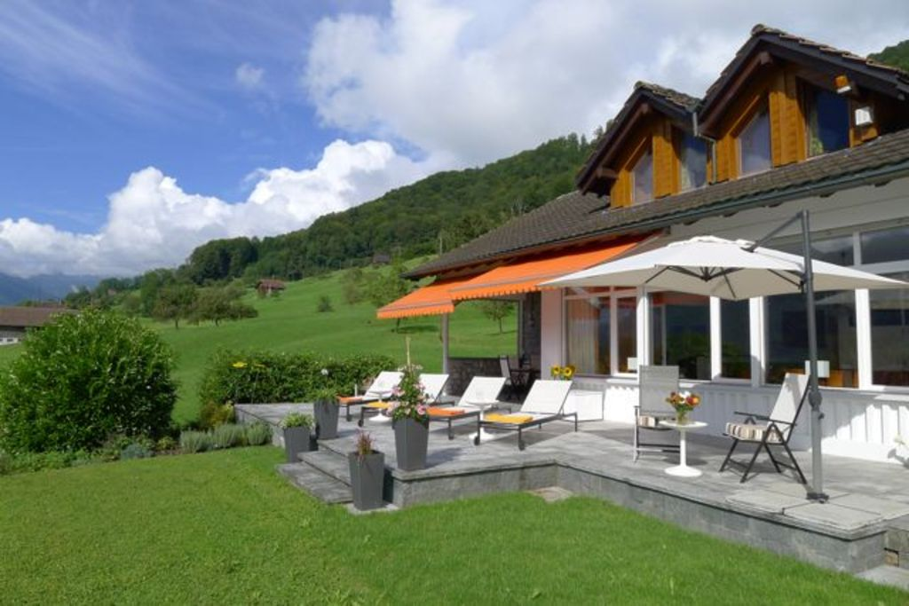 spacious detached villa with large garden above the Lake of Sarnen