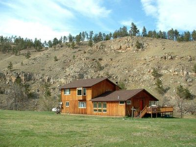Creekside Vacation Home Just 15 Minutes from Mount Rushmore.