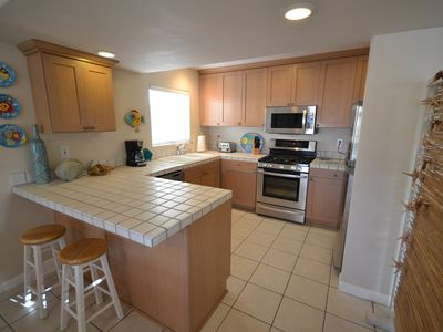 Newport Beach condo rental - All stainless kitchen