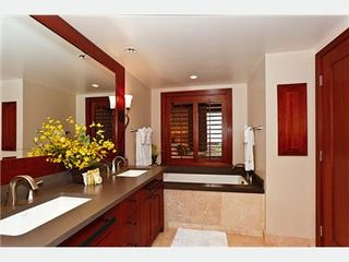 Kapolei villa photo - Master Bath with Sunken-Tub