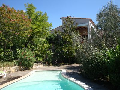 Villa with pool, in a peaceful green setting
