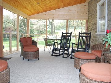22' screened porch - lots of comfy seating & grill for cook-outs. Shady retreat