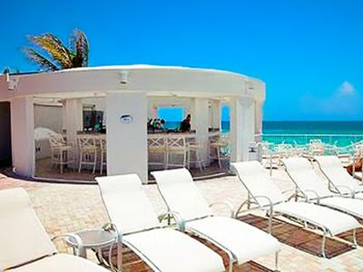 Sunny Isle hotel rental - Poolside Bar at the Trump International Beach Resort