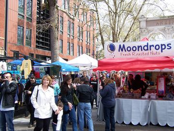 Portland's popular Saturday Market -- open Sundays, too!