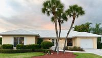 Charming 3 BR Waterfront Home, Walk to Residents' Beach