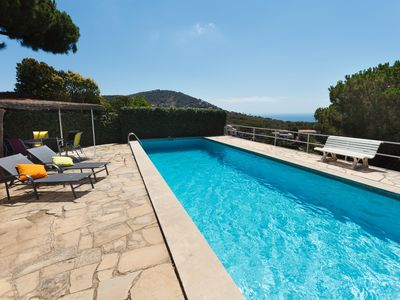 Beautiful house with pool and amazing ocean views Porch 20 min. from Barcelona
