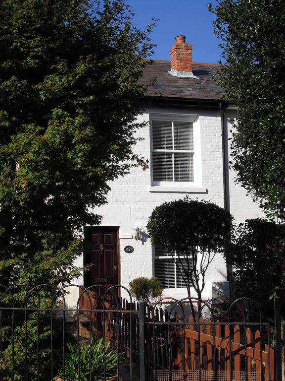 Pretty Victorian cottage (1860) in a charming setting, 15 min walk from seafront