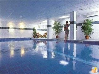 Porth apartment rental - 2 free adult memberships to the Glendorgal health
