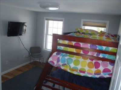 Bedroom with Full Size Bottom Bunk, Twin Size Top Bunk and Twin Trundle Unit