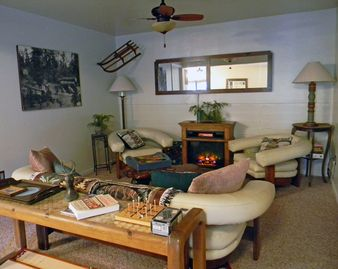 Arnold lodge rental - Lots of warm throws to snuggle up in front of the fire
