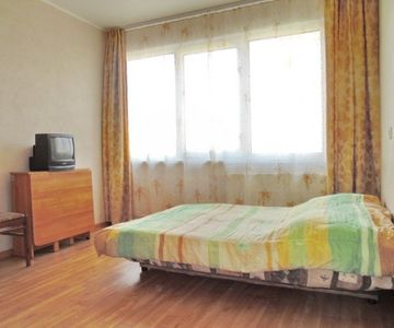 Well-maintained two-bedroom apartment near the metro Leninsky PR