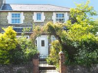 ROSE COTTAGE, family friendly, with a garden in Niton, Ref 25251