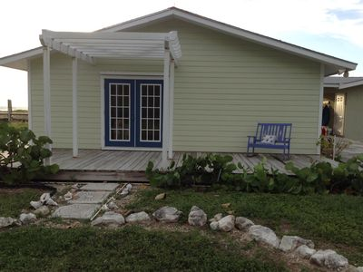 Waterfront, Family Friendly, Bahamian Retreat with Dock