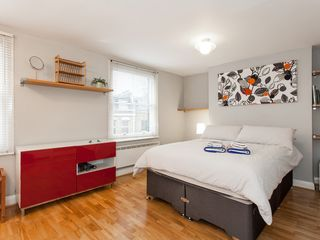 Islington apartment photo - Master Bedroom double bed, wardrobes, window, nicely dressed for you