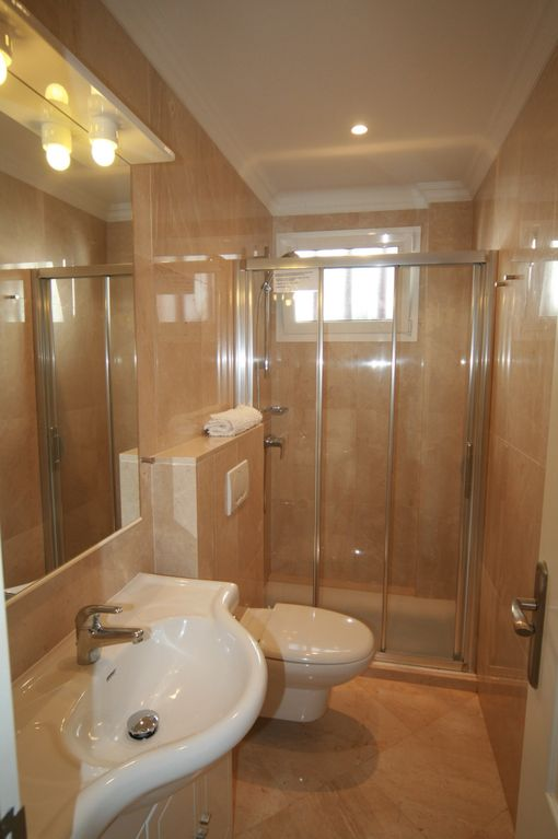 MODERN,FRESH MARBLE EN-SUITE TO 2ND BEDROOM (2 BED