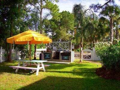 """Banana Cabana"" 's Spacious Grounds, Huge Grilling & Picnic Area!"