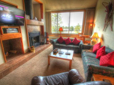 2130 Pines - a SkyRun Keystone Property - Living Room - The living room has 2 queen size sleeper sofas, a new flat screen TV and commanding views of the surrounding mountains.