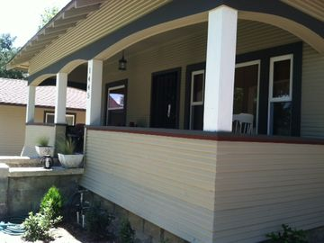 Paso Robles house rental - Front porch of Unwind on Vine