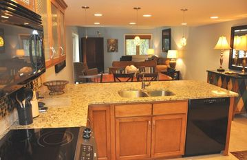 Sea Pines villa rental - DINING/LIVING AREA WITH OPEN KITCHEN-GRANITE COUNTEROPS -RECESSED LIGHTING