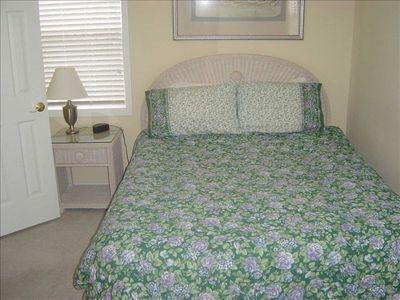 Bedroom 3- Queen bed