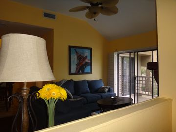 Paradise Valley townhome rental - entry to living room