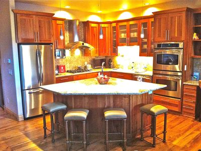 Large kitchen with island (plus dining table for 6)