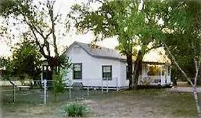 2 BR/2.5 BA House on 20 Acres, minutes from downtown San Antonio!!!