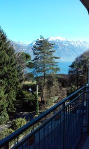 New, bright 2 bedroom apartment, balcony with views of the lake and mountains