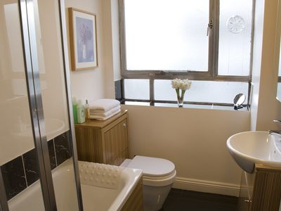 St James's apartment rental - Bathroom with Shower & Bath